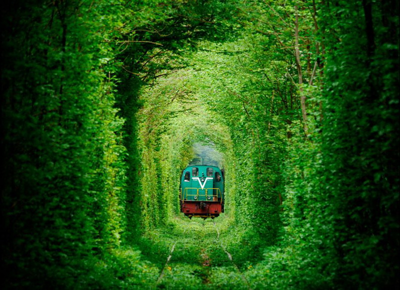 Tunnel-of Love Ukraine-train