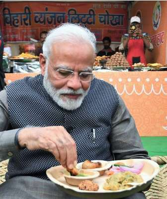PM Modi having Litti Chokha